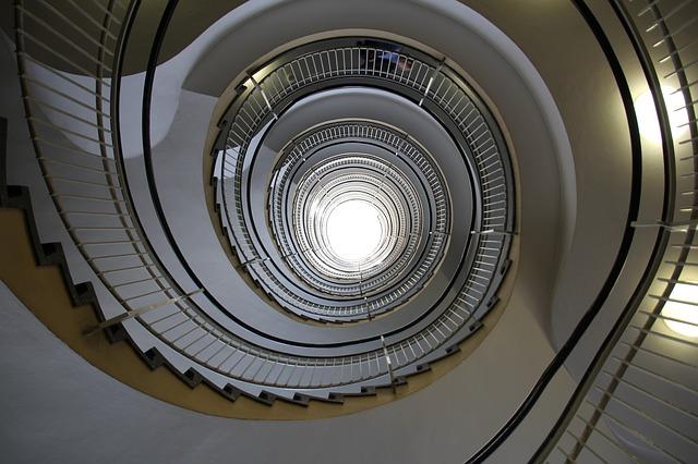 schodiště se zábradlím