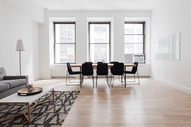 stůl a osm židlí
