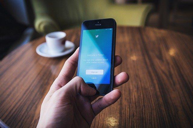 Akcie spoločnosti Twitter klesli o 10%