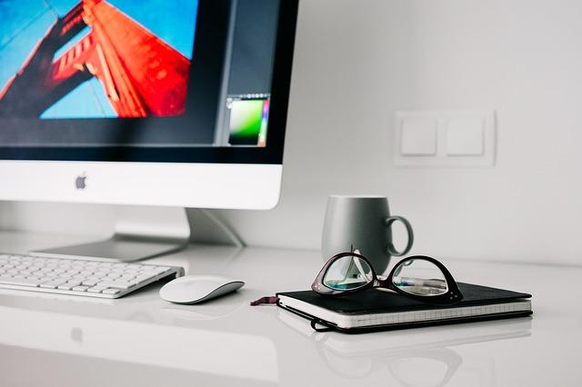 monitor s klávesnicí.jpg