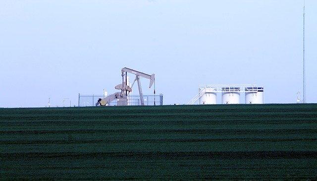 Ropné konce sú zmiešané a tlak od USA na Čínu vedie k vyúčtovaniu práv