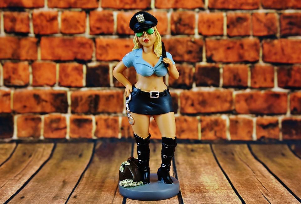 sexi policajtka, figúrka
